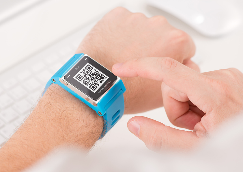 Pulsera con código QR que contiene información médica - Conversia