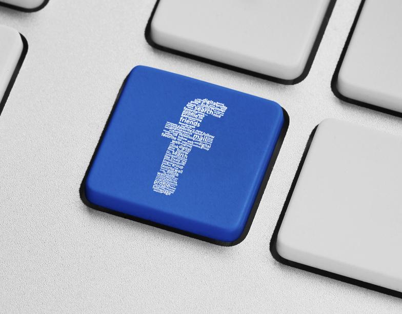 Botón con el logo de Facebook, empresa que podría no estar cumpliendo con la ley de privacidad europea