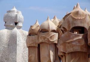Chimeneas de Gaudí en Barcelona, ciudad que lidera el sector turístico español
