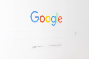 conversia-google-denucnias-zhZydTyNMPg-unsplash