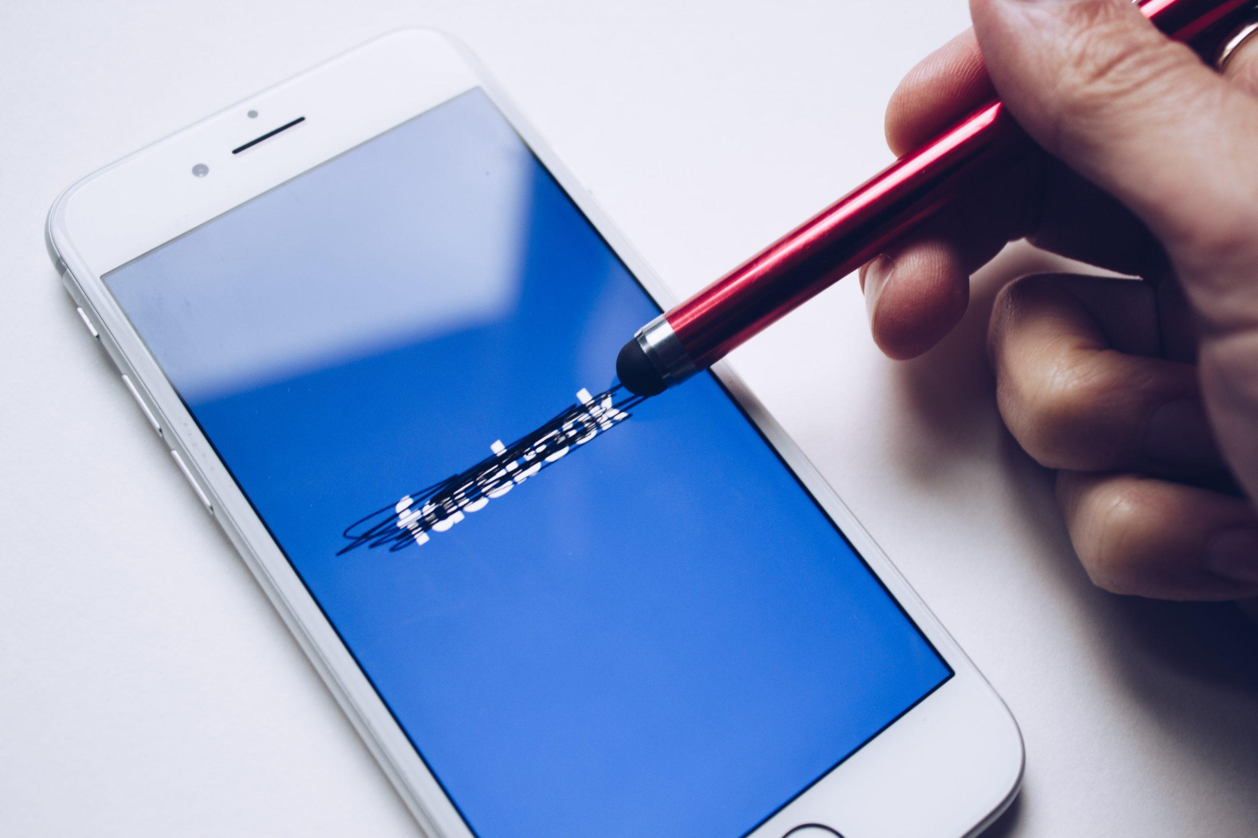 Facebook amenaza con abandonar la UE si se le prohíbe transferir datos a EEUU
